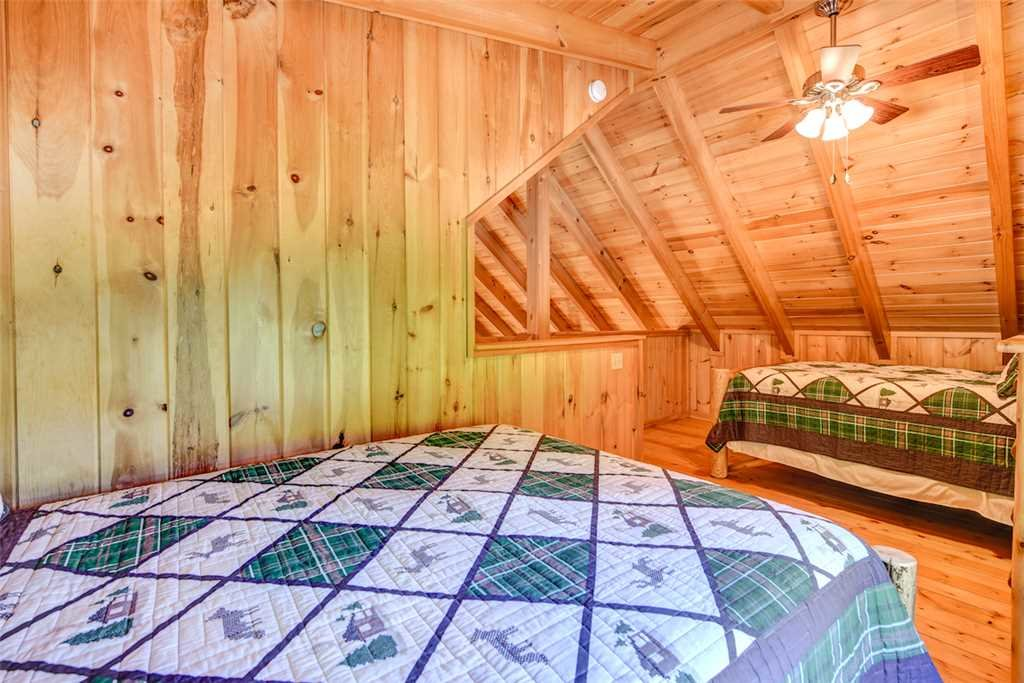 Photo of a Gatlinburg Cabin named Bear Crossing - This is the fifteenth photo in the set.
