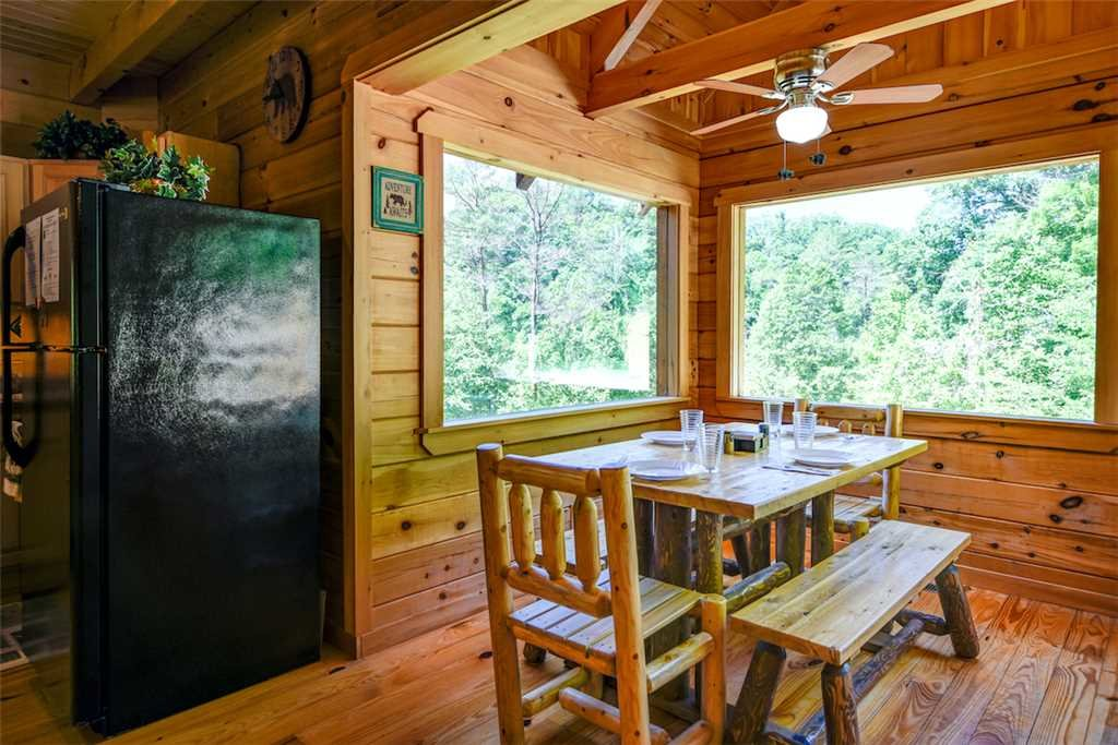 Photo of a Gatlinburg Cabin named Bear Crossing - This is the fourth photo in the set.