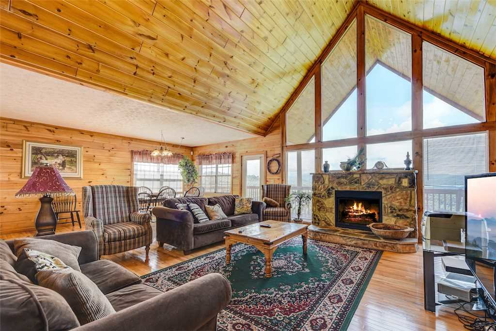 Photo of a Pigeon Forge Cabin named Peaceful View - This is the first photo in the set.
