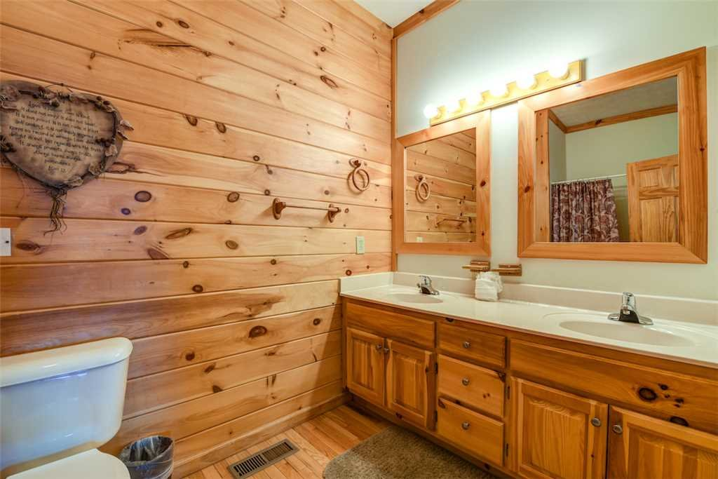 Photo of a Pigeon Forge Cabin named Peaceful View - This is the twenty-third photo in the set.