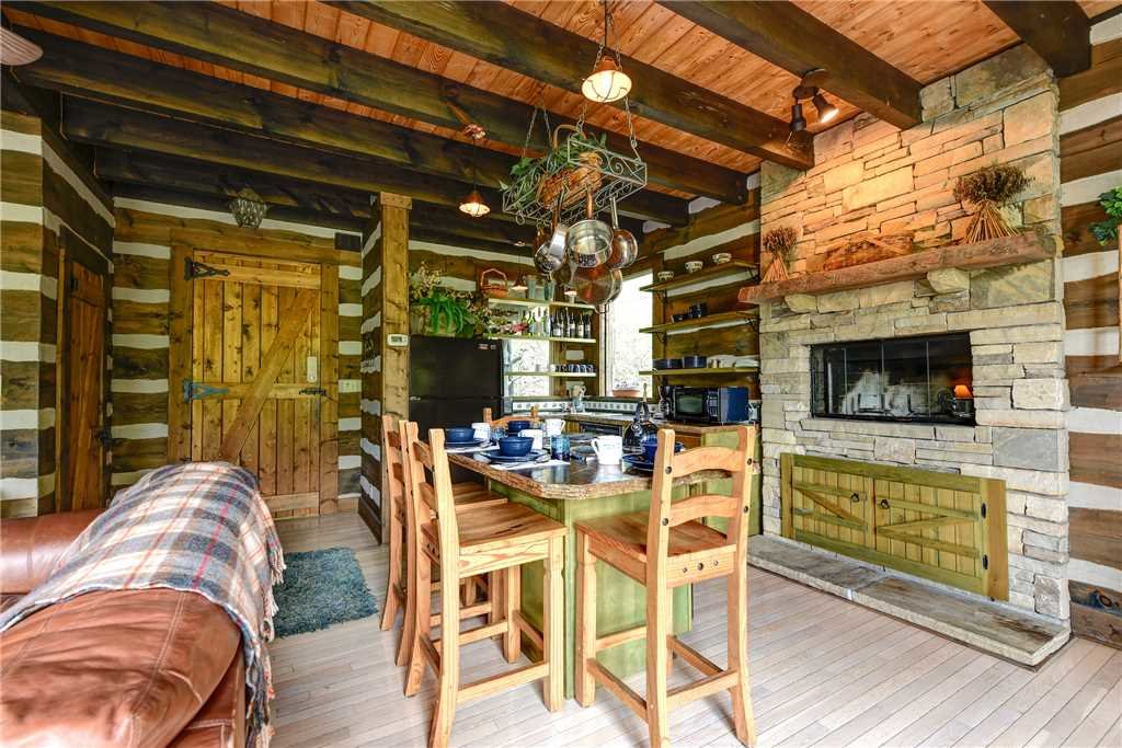 Photo of a Gatlinburg Cabin named Little Bear - This is the fourth photo in the set.