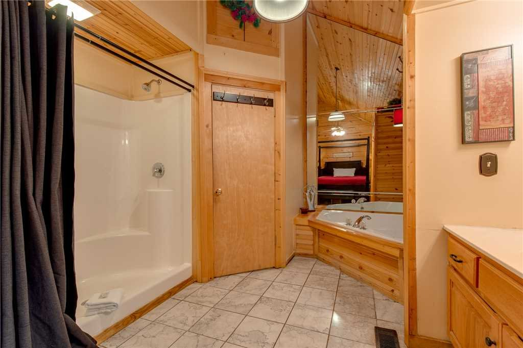 Photo of a Gatlinburg Cabin named Snuggle Bear - This is the thirteenth photo in the set.