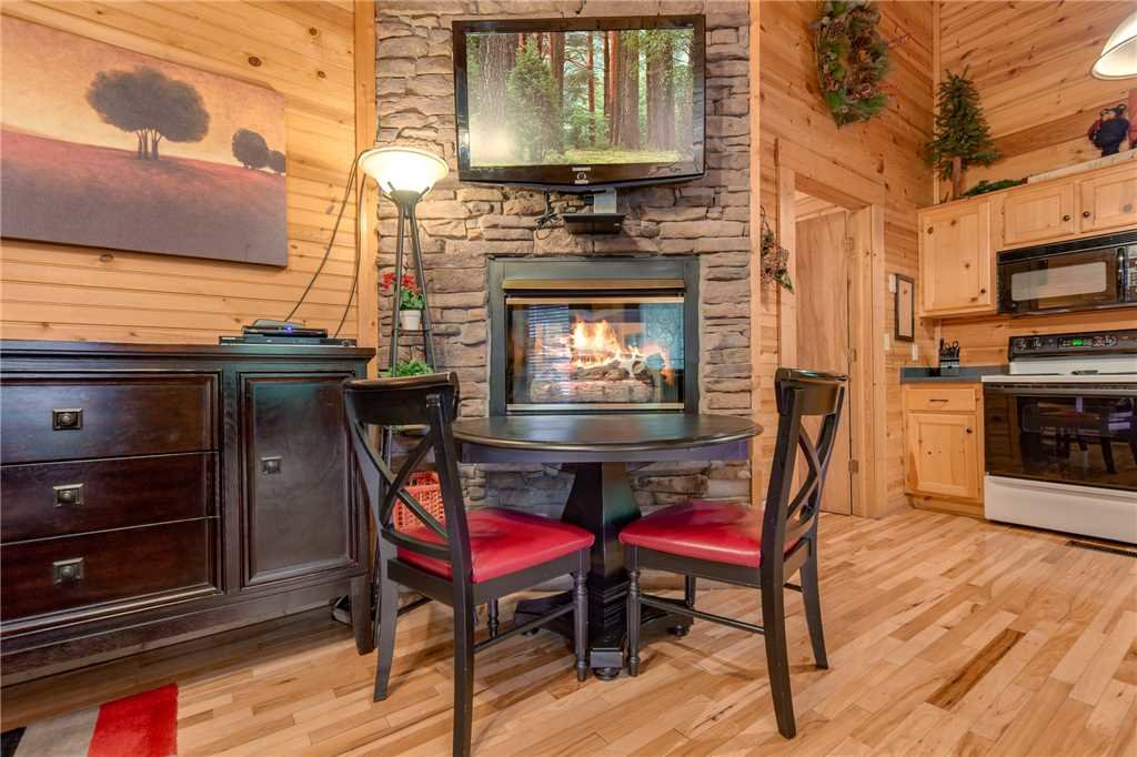 Photo of a Gatlinburg Cabin named Snuggle Bear - This is the fifth photo in the set.