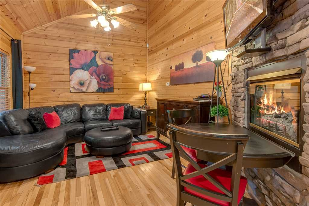 Photo of a Gatlinburg Cabin named Snuggle Bear - This is the first photo in the set.