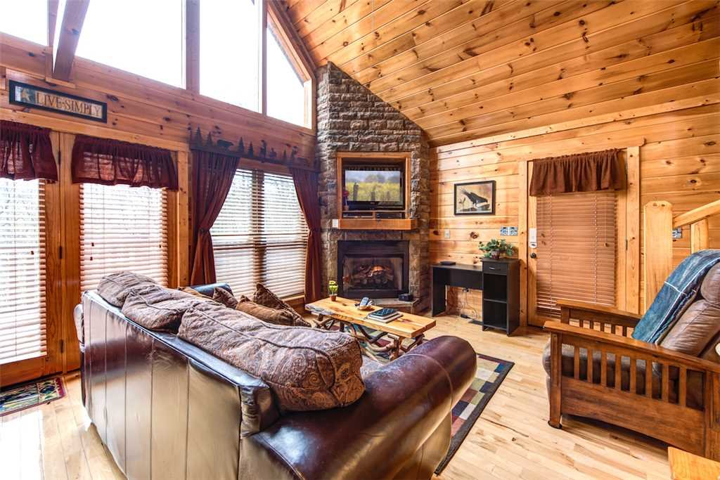 Photo of a Pigeon Forge Cabin named Hatcher Mountain Getaway - This is the first photo in the set.