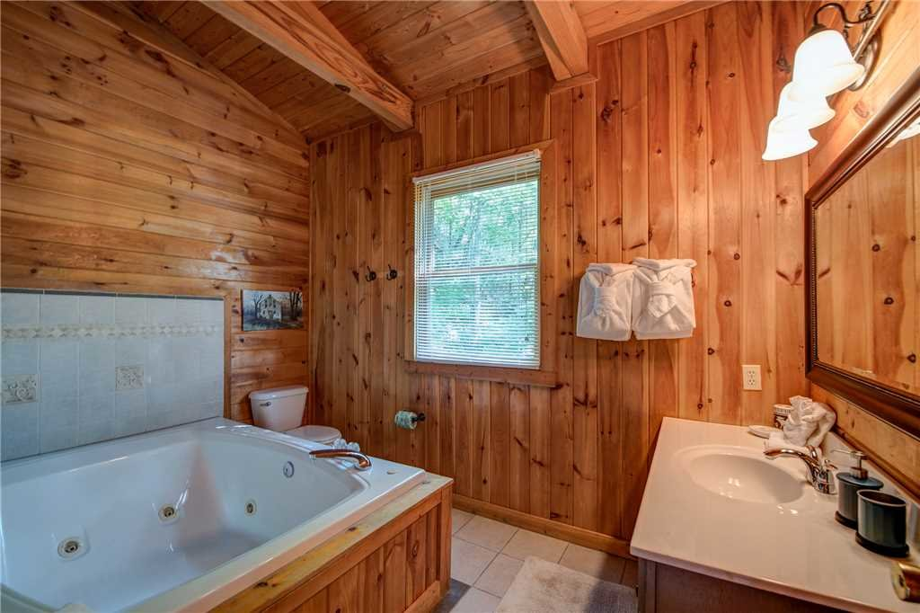 Photo of a Pigeon Forge Cabin named Scenic Solitude - This is the thirteenth photo in the set.