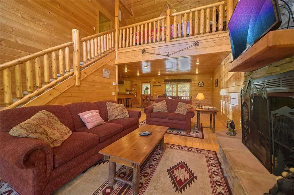 Photo of a Gatlinburg Cabin named Changes In Latitude - This is the fourth photo in the set.