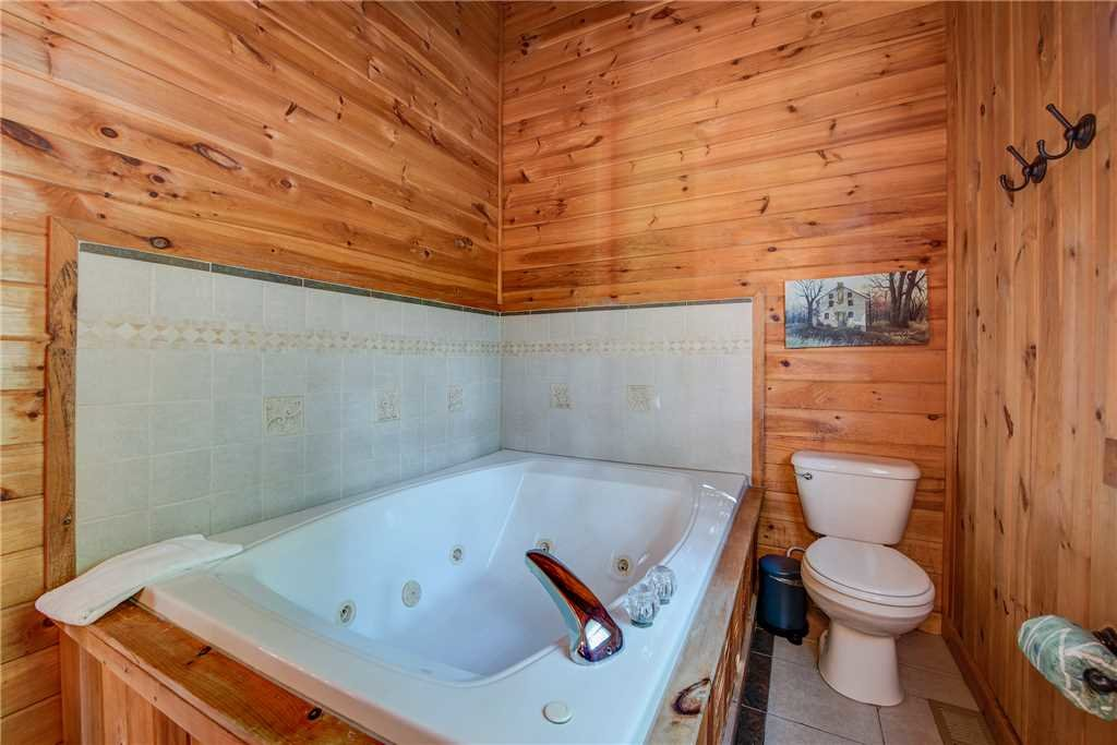Photo of a Pigeon Forge Cabin named Scenic Solitude - This is the fourteenth photo in the set.
