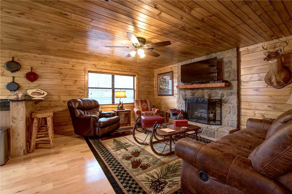 Photo of a Gatlinburg Cabin named Rocky Top Lodge - This is the third photo in the set.