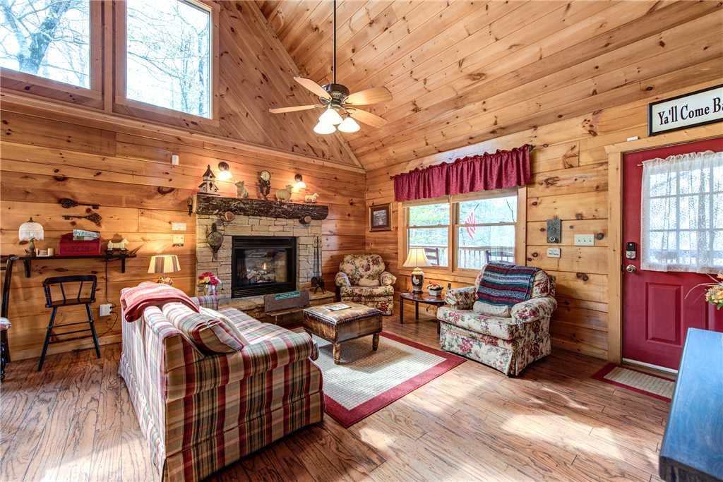 Photo of a Pigeon Forge Cabin named Lazy Cub Lodge - This is the third photo in the set.