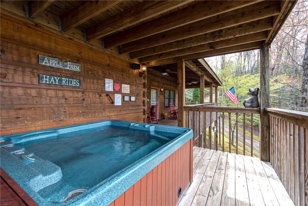 Photo of a Pigeon Forge Cabin named Lazy Cub Lodge - This is the second photo in the set.