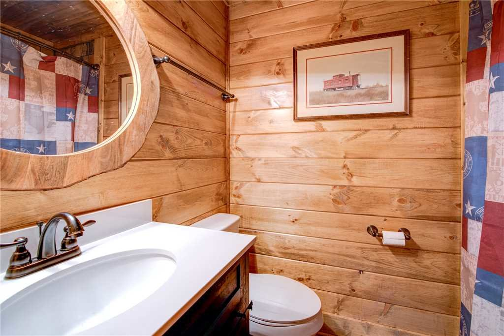 Photo of a Gatlinburg Cabin named Rocky Top Lodge - This is the twenty-first photo in the set.