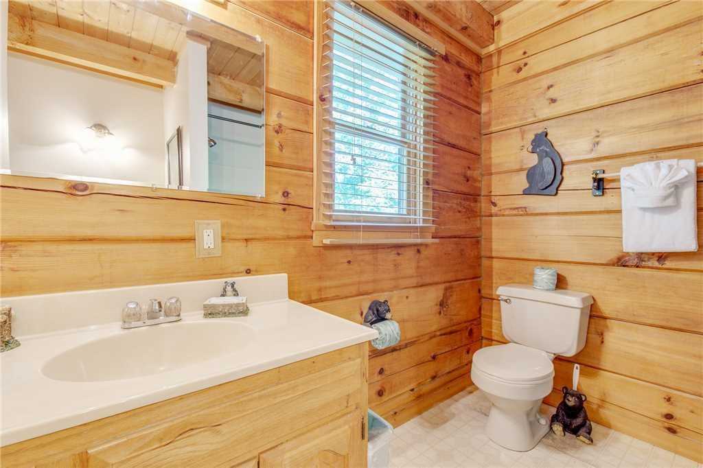 Photo of a Gatlinburg Cabin named Mountain Memories - This is the thirteenth photo in the set.