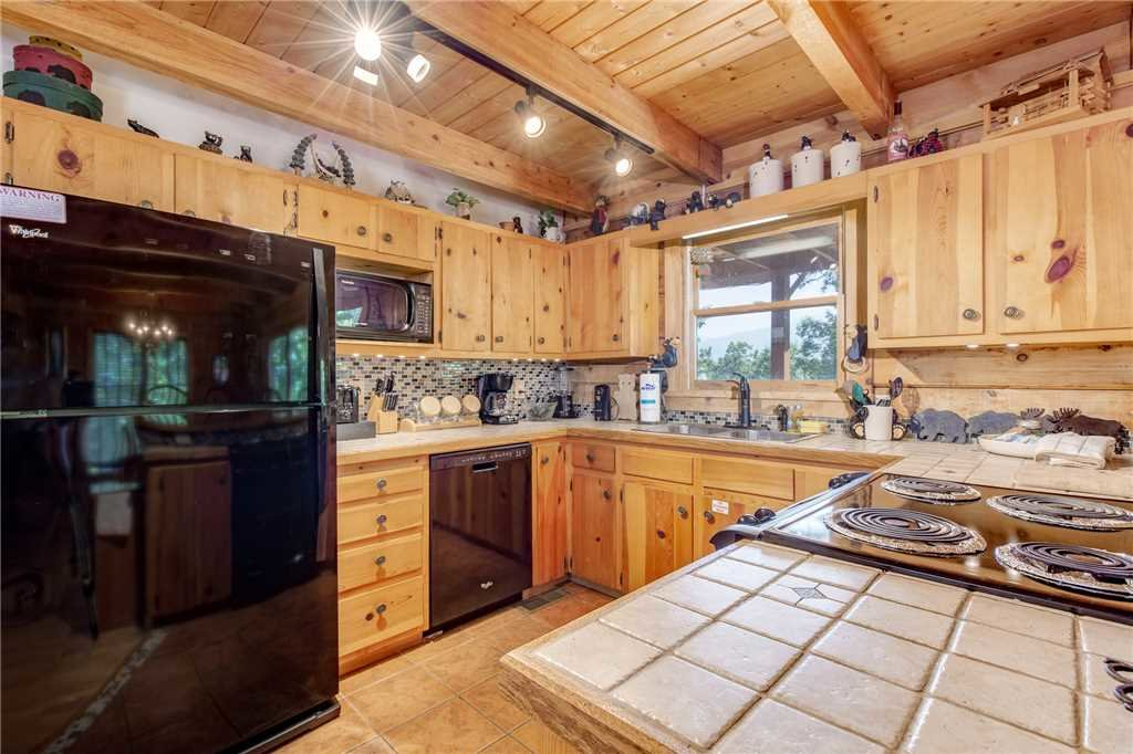 Photo of a Gatlinburg Cabin named Mountain Memories - This is the seventh photo in the set.