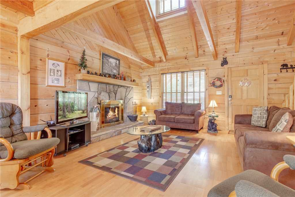 Photo of a Gatlinburg Cabin named Mountain Memories - This is the second photo in the set.