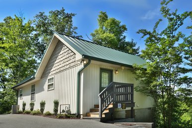 Across From Dollywood & Splash Country, Romantic Getaway, Grill