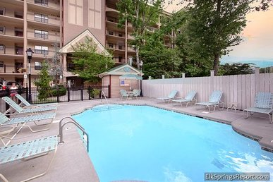 Beautiful Top Floor 2 Bedroom Condo - Minutes To Downtown - Sleeps 6