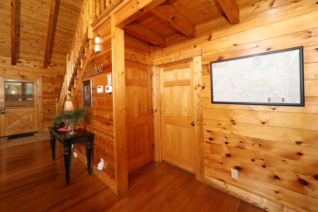 Photo of a Pigeon Forge Cabin named Around The Mountain - This is the eighth photo in the set.