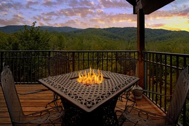 Beautiful Views From This 1 Bedroom Luxury Cabin!