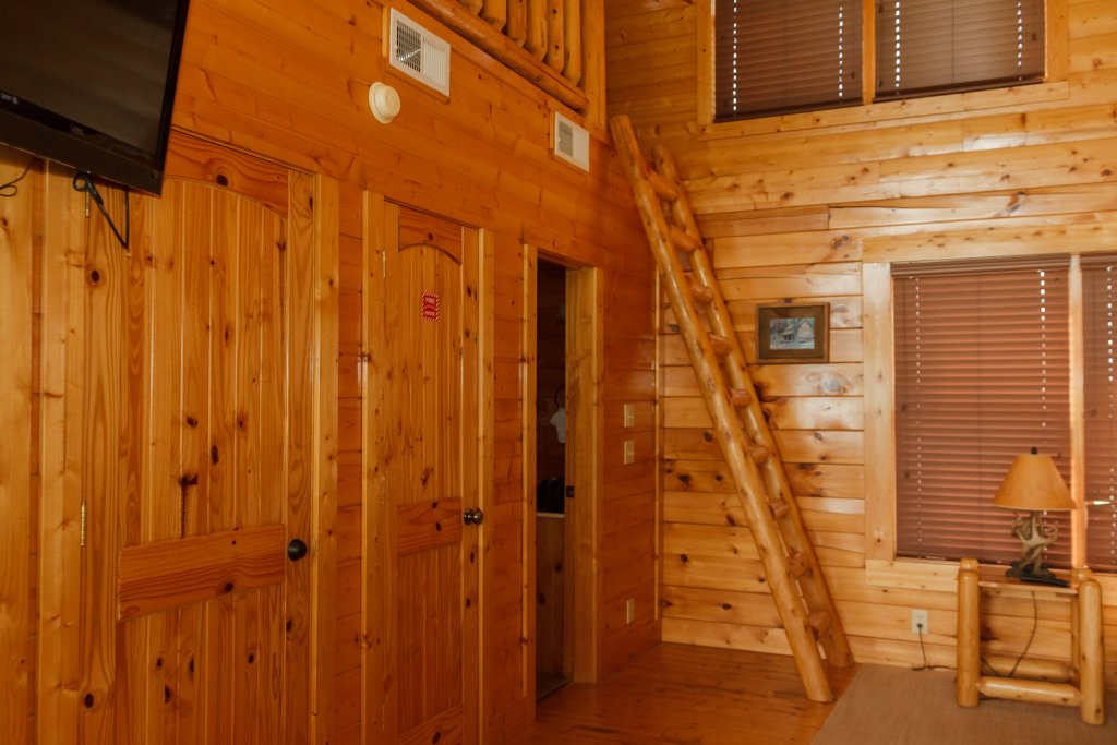Photo of a Sevierville Cabin named Dream On High - This is the fourteenth photo in the set.