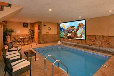 Amazing Cabin With Private Indoor Pool, Pool Theater And Outdoor Fire Pit!