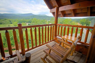 2 Bedroom Luxury Cabin Amazing Mountain View, Wears Valley Pigeon Forge TN