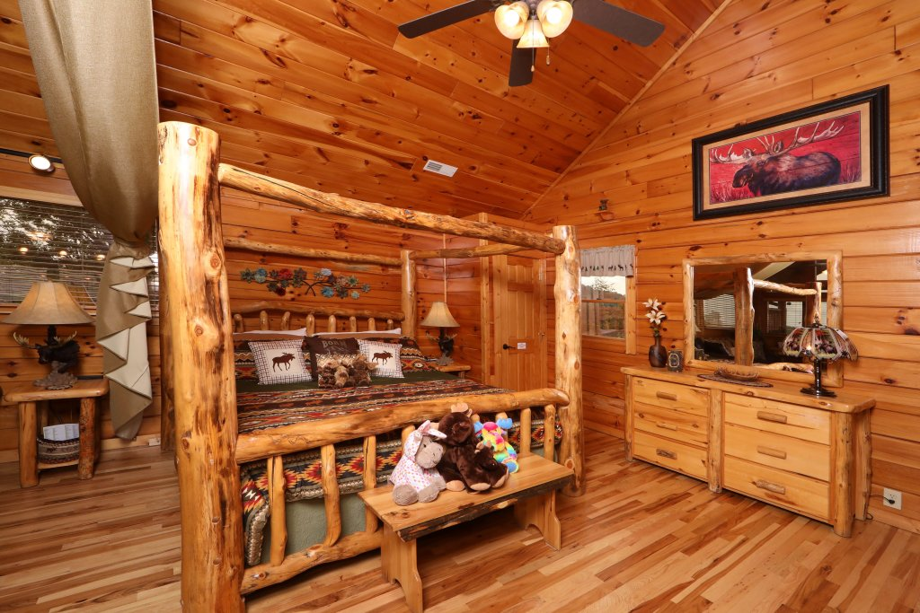 Photo of a Pigeon Forge Cabin named Chocolate Moose - This is the twenty-sixth photo in the set.