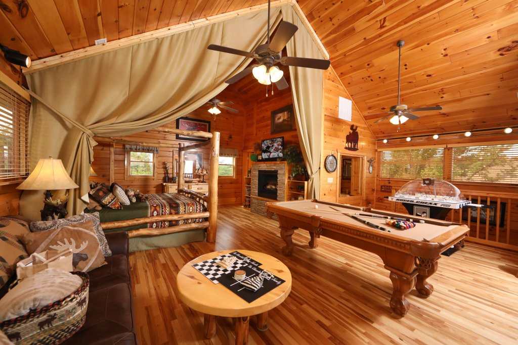 Photo of a Pigeon Forge Cabin named Chocolate Moose - This is the thirty-second photo in the set.