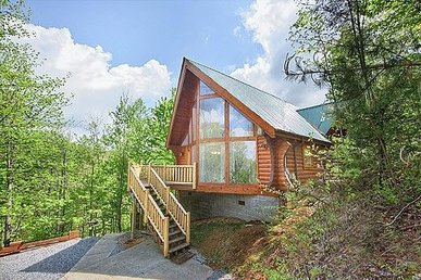 Highlander. Your Smoky Mountain Cabin Between Pigeon Forge And Gatlinburg!