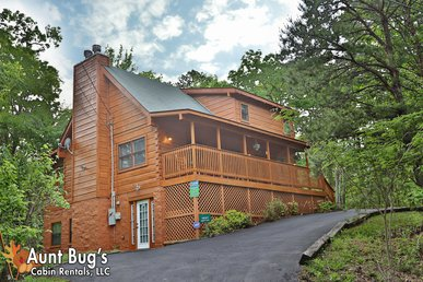 2 Bedroom Private Cabin Only 6 Miles From Pigeon Forge And Gatlinburg