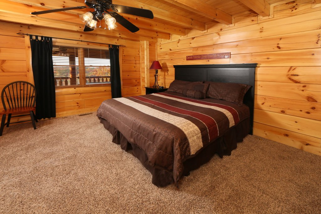 Photo of a Pigeon Forge Cabin named Arden Hill - This is the nineteenth photo in the set.