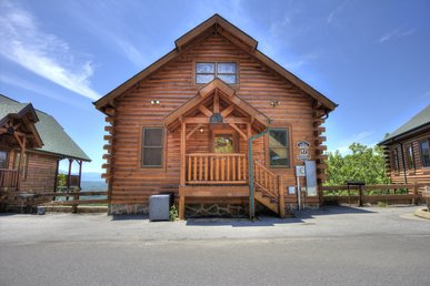 Family Friendly Smoky Mountain Log Home W/ Pool Access, Game Room, And Views!