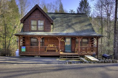 2 Bedroom Resort Cabin 5 miles from Downtown Gatlinburg & Pigeon Forge