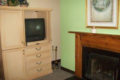 Oak Square,one Bedroom Condo W/bunk Beds In The Heart Of Gatlinburg(unit 410)