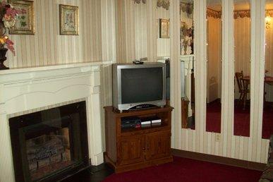 Oak Square, One Bedroom Condo In The Heart Of Gatlinburg (unit 312)