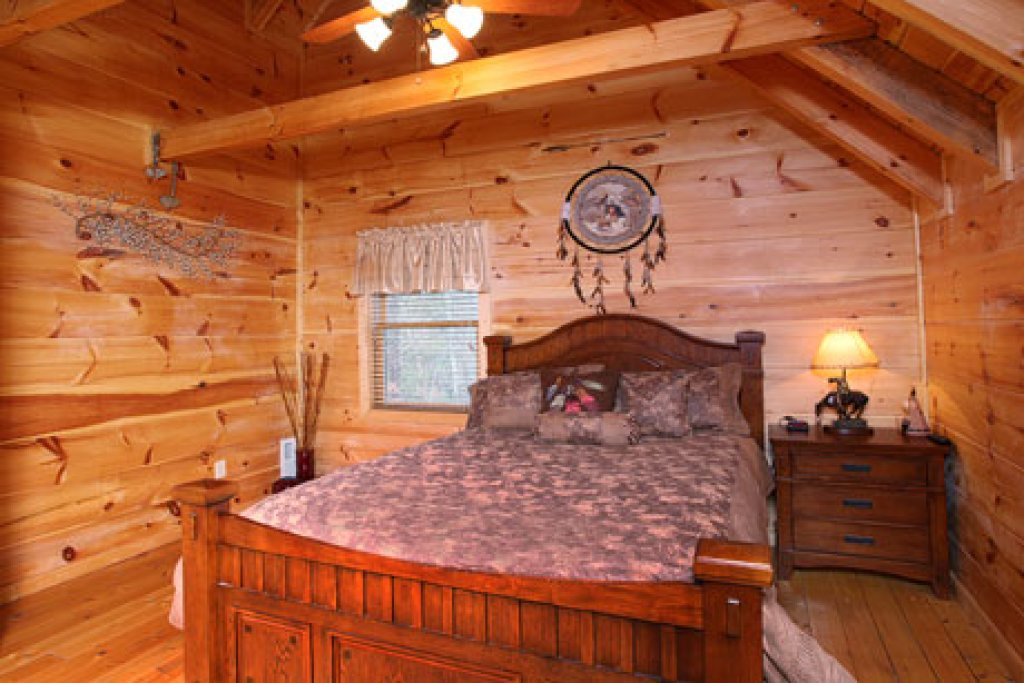 Photo of a Pigeon Forge Cabin named Off The Clock - This is the eighteenth photo in the set.