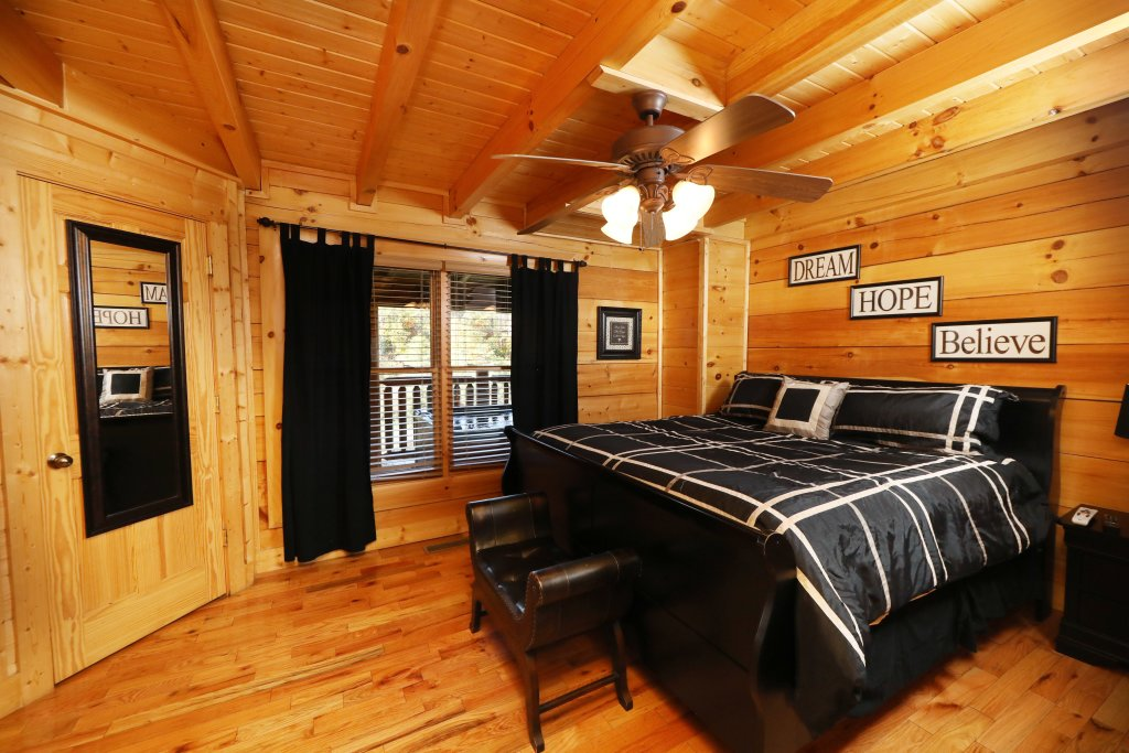 Photo of a Pigeon Forge Cabin named Blessed Nest - This is the thirty-first photo in the set.