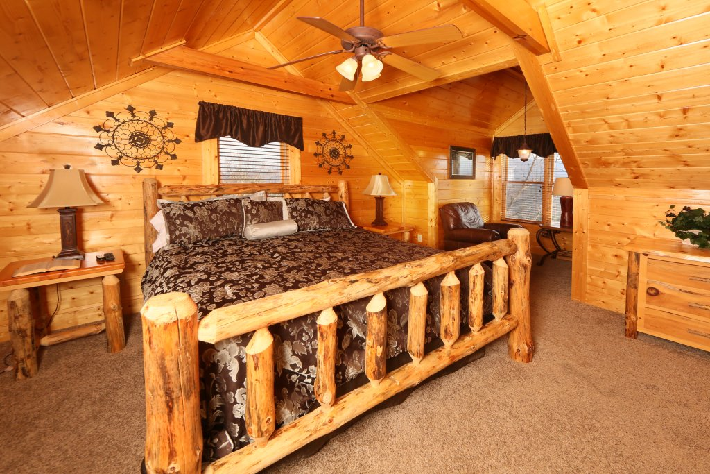 Photo of a Pigeon Forge Cabin named Wavyleaf Retreat - This is the fifteenth photo in the set.