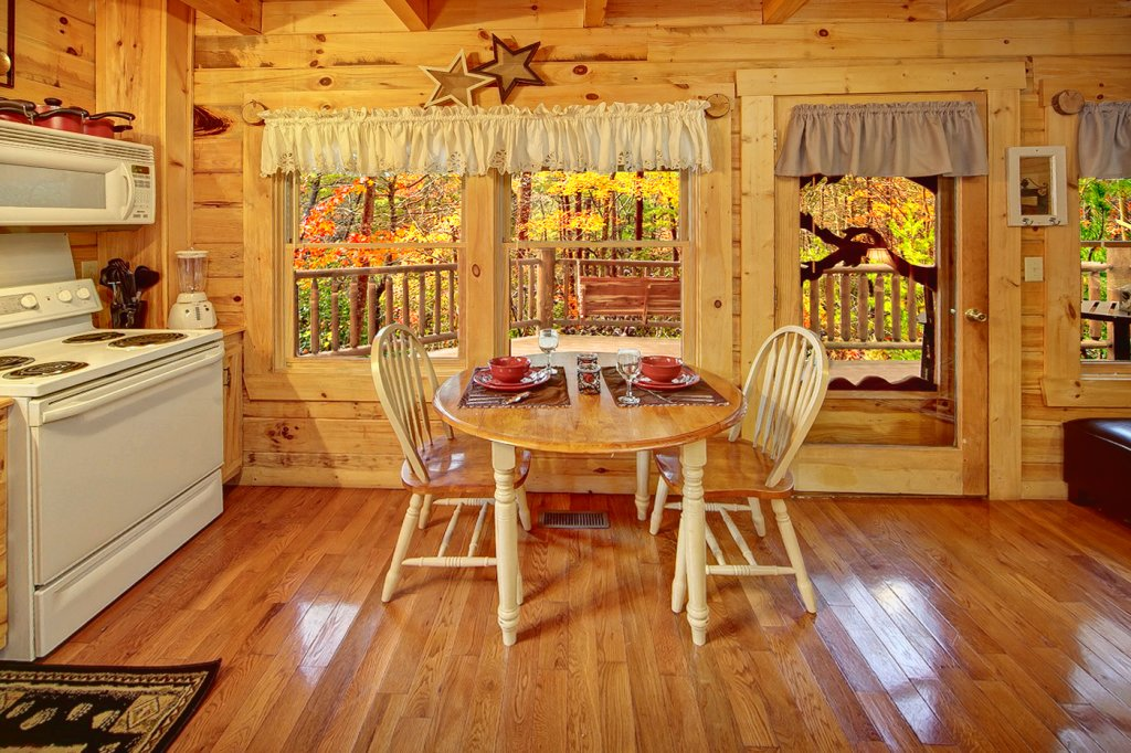 Photo of a Pigeon Forge Cabin named Creekside Hideaway - This is the sixth photo in the set.