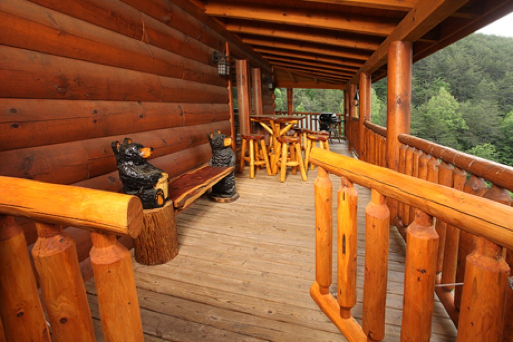 Photo of a Pigeon Forge Cabin named Moose-behaving - This is the fourth photo in the set.