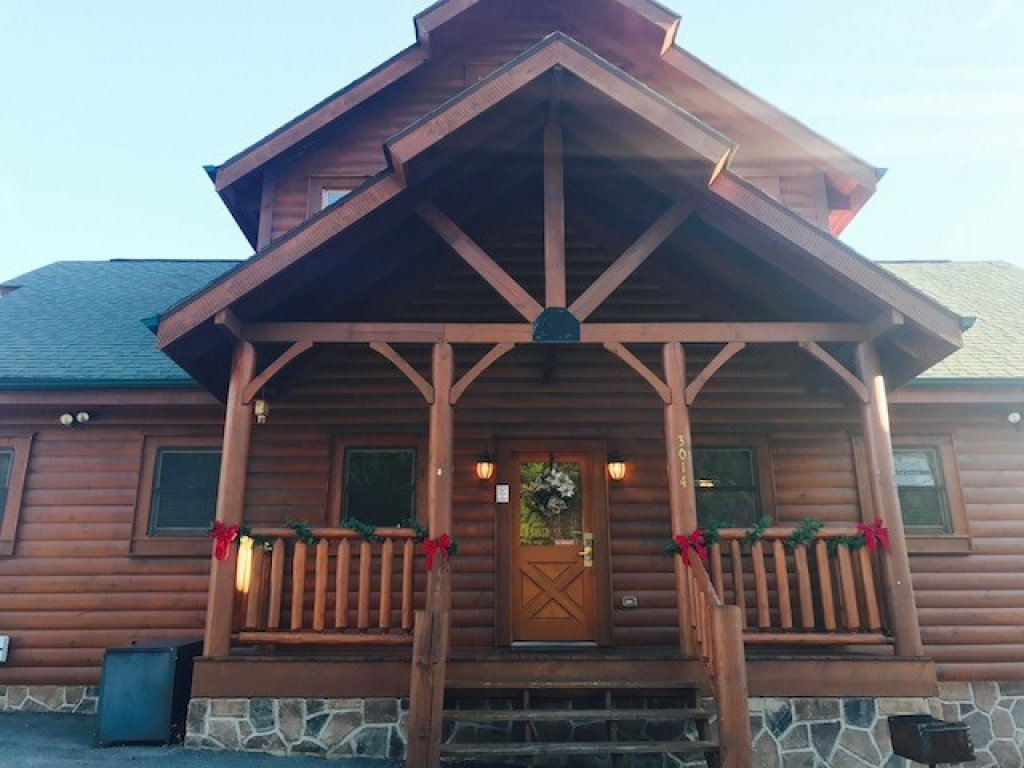 Photo of a Sevierville Cabin named Wavyleaf Retreat - This is the second photo in the set.