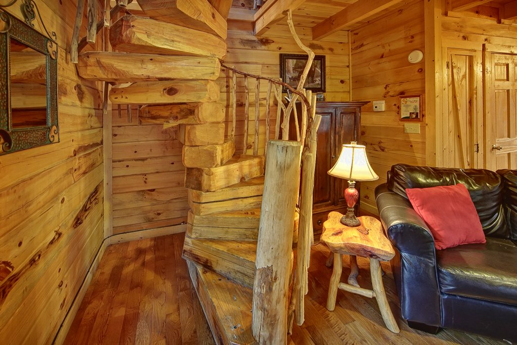 Photo of a Pigeon Forge Cabin named Creekside Hideaway - This is the seventh photo in the set.
