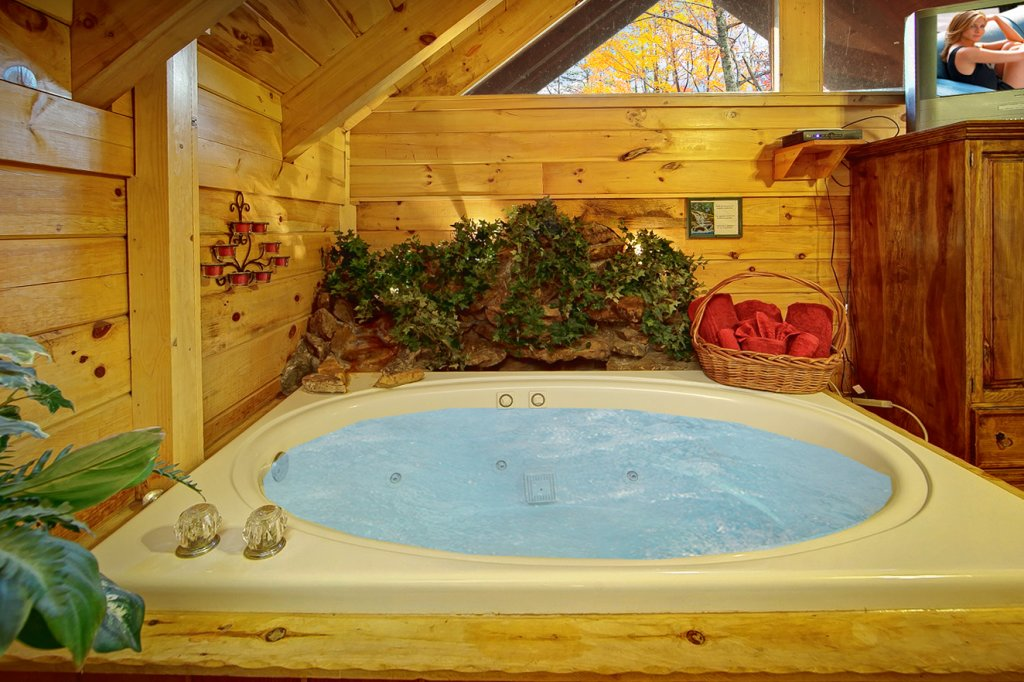 Photo of a Pigeon Forge Cabin named Creekside Hideaway - This is the thirteenth photo in the set.