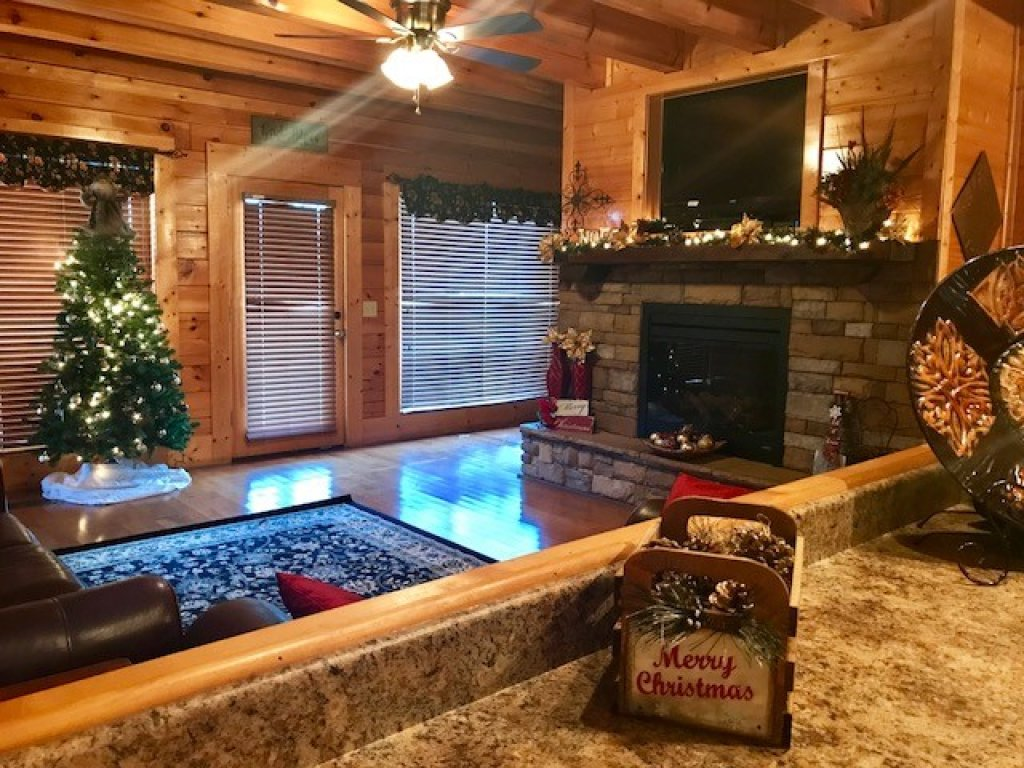 Photo of a Pigeon Forge Cabin named Wavyleaf Retreat - This is the eighth photo in the set.