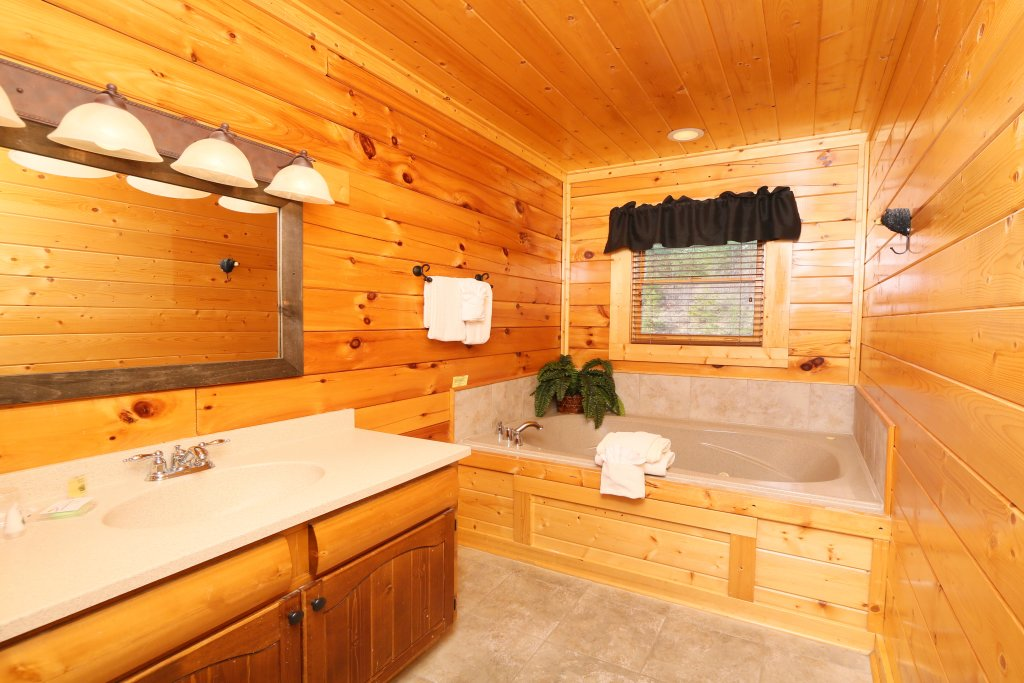 Photo of a Pigeon Forge Cabin named Wavyleaf Retreat - This is the sixteenth photo in the set.