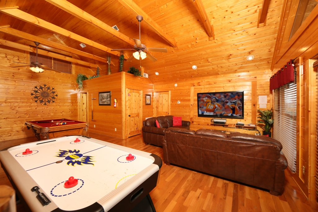 Photo of a Pigeon Forge Cabin named Wavyleaf Retreat - This is the twenty-third photo in the set.