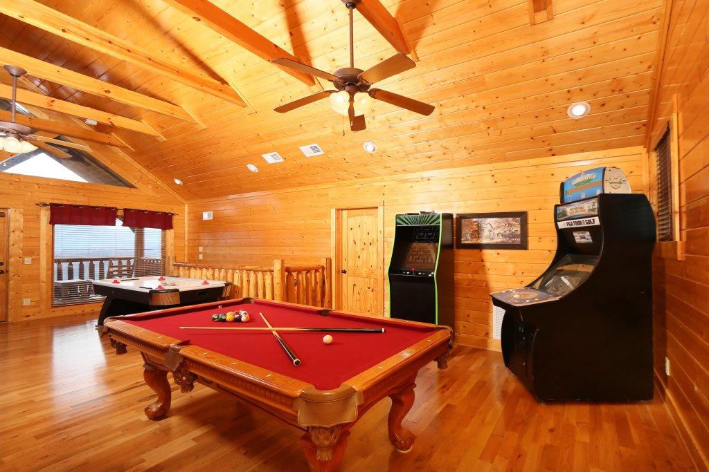 Photo of a Pigeon Forge Cabin named Wavyleaf Retreat - This is the twenty-fourth photo in the set.