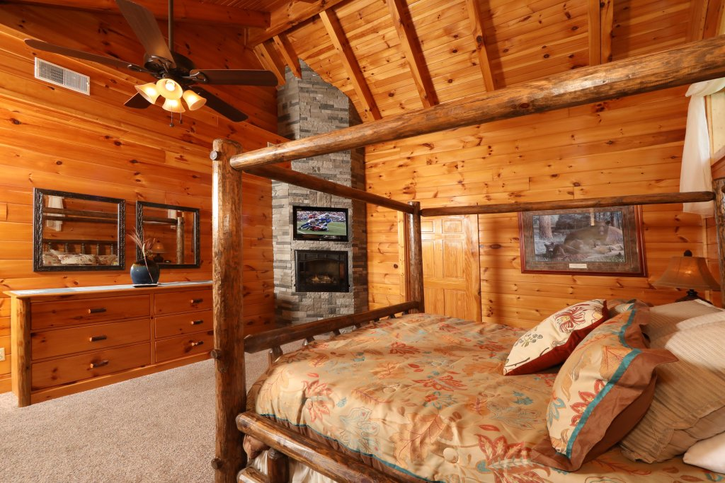 Photo of a Pigeon Forge Cabin named Playhouse Cinema - This is the thirteenth photo in the set.
