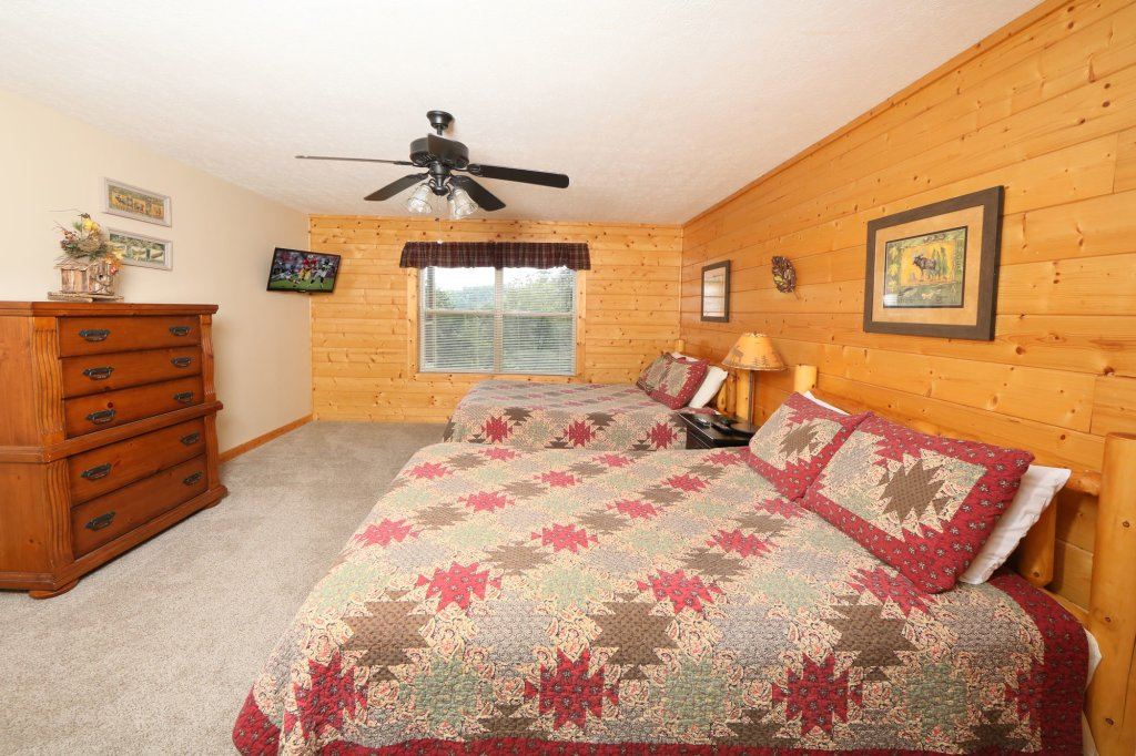 Photo of a Pigeon Forge Cabin named Mountain Shadow Lodge - This is the twenty-fifth photo in the set.