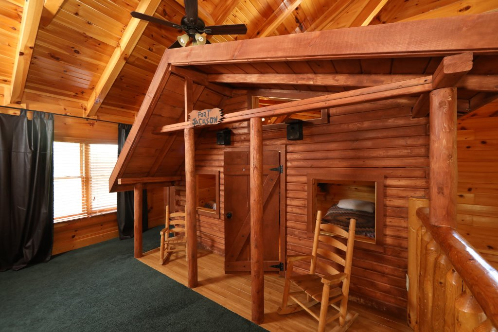 Photo of a Pigeon Forge Cabin named Playhouse Cinema - This is the thirty-second photo in the set.